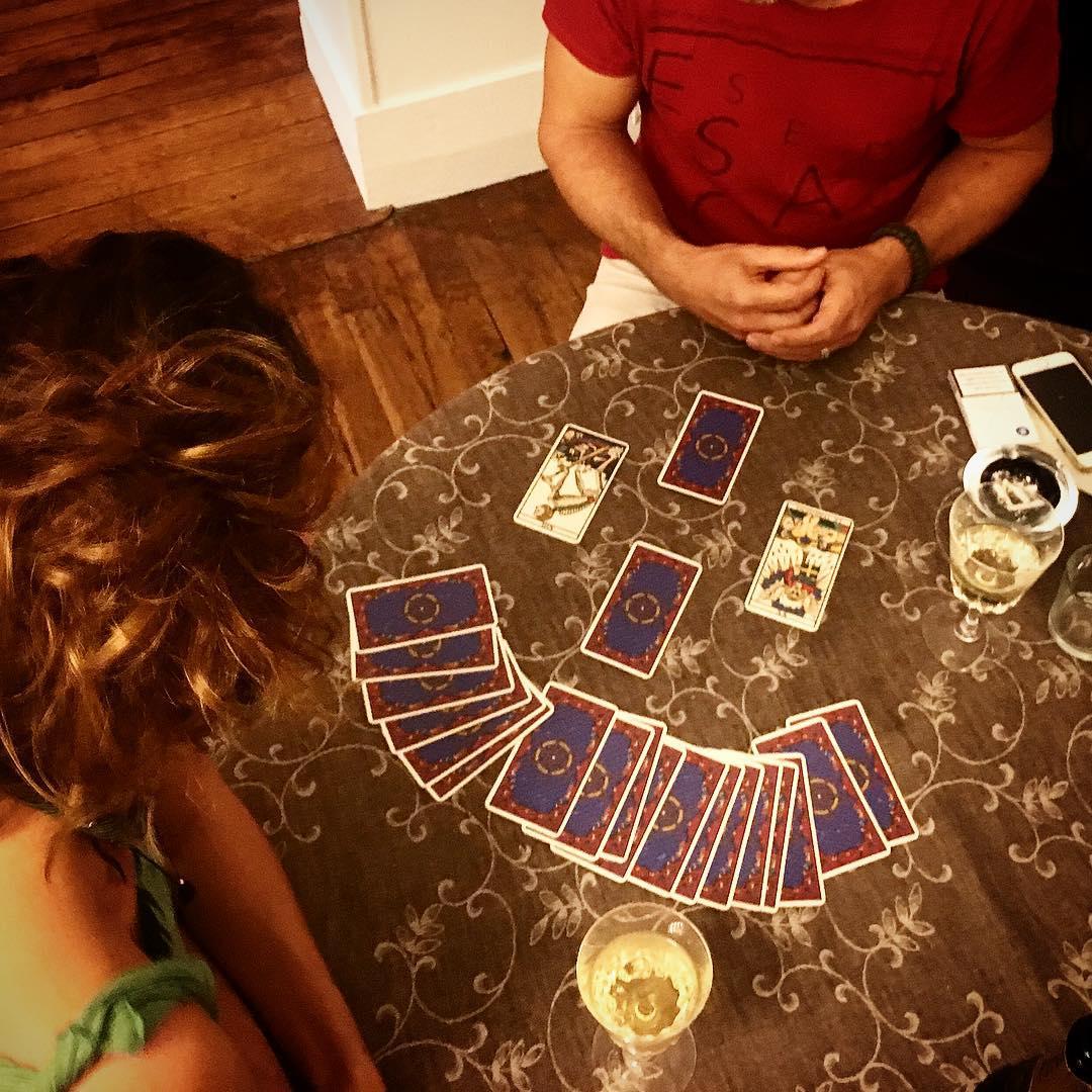 """Xem """"bói"""" bài Tarot: tình cảm, tiền bạc, công việc sự nghiệp"""