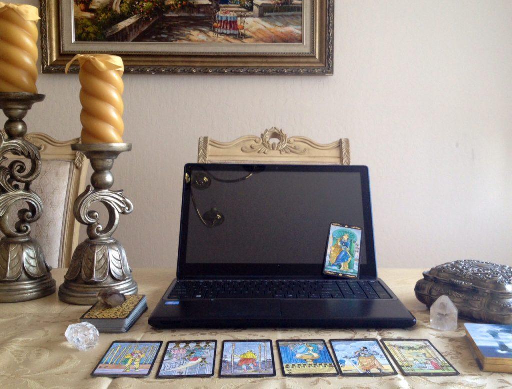 Nhận xem bói bài tarot online qua máy tính và điện thoại