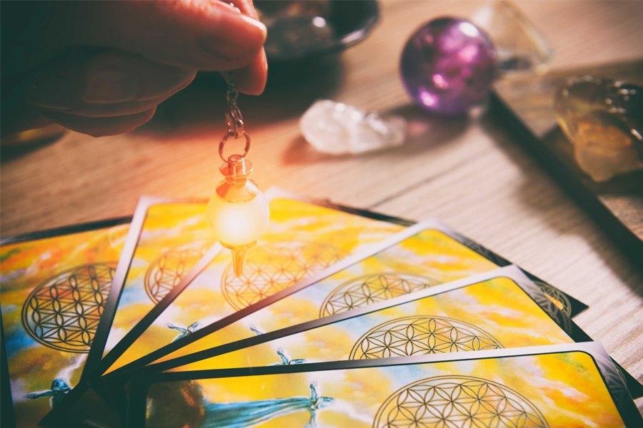 Lý Do Bạn Nên Có Một Chuyên Gia Trải Bài Tarot